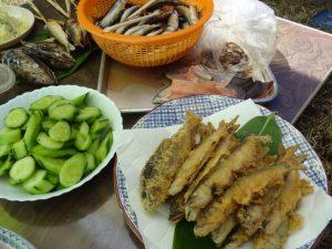鮎の天ぷら きゅうりの塩もみ