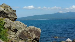 真野湾の人面岩