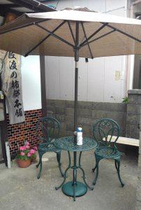 庭に カフェテーブル
